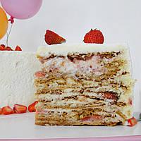 Торт Медовик с клубникой