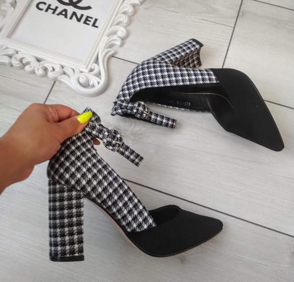 Туфлі чорні жіночі на каблуку з ремінцем 39р