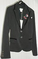 Классический пиджак с брошью