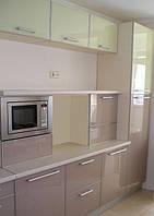Кухни стекло — Кухонные фасады стекло крашеное — Цветной стеклянный фасад для кухни