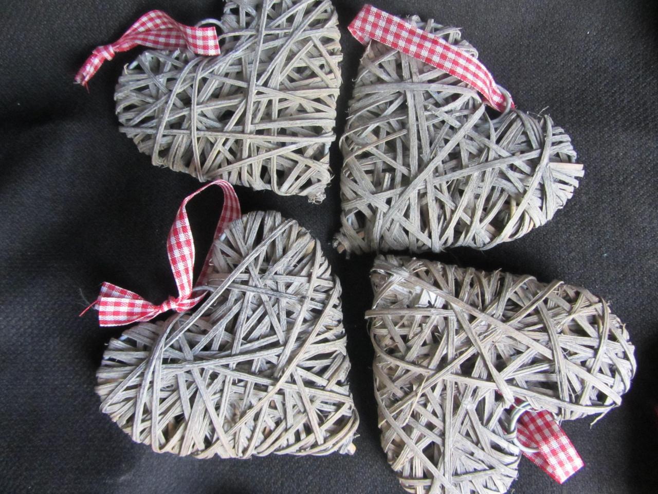 Сердечко пепельное из ротанга, 9,5х9 см (25/20) (цена за 1 шт. + 5 гр.)