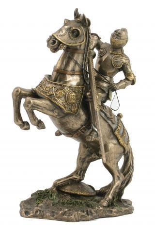 бренд со знаком рыцаря на коне