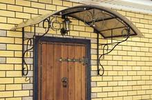 Двери входные, козырьки над входом, решетки