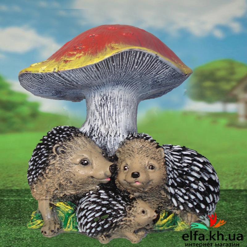 Садова фігура Сім'я їжачків під грибом