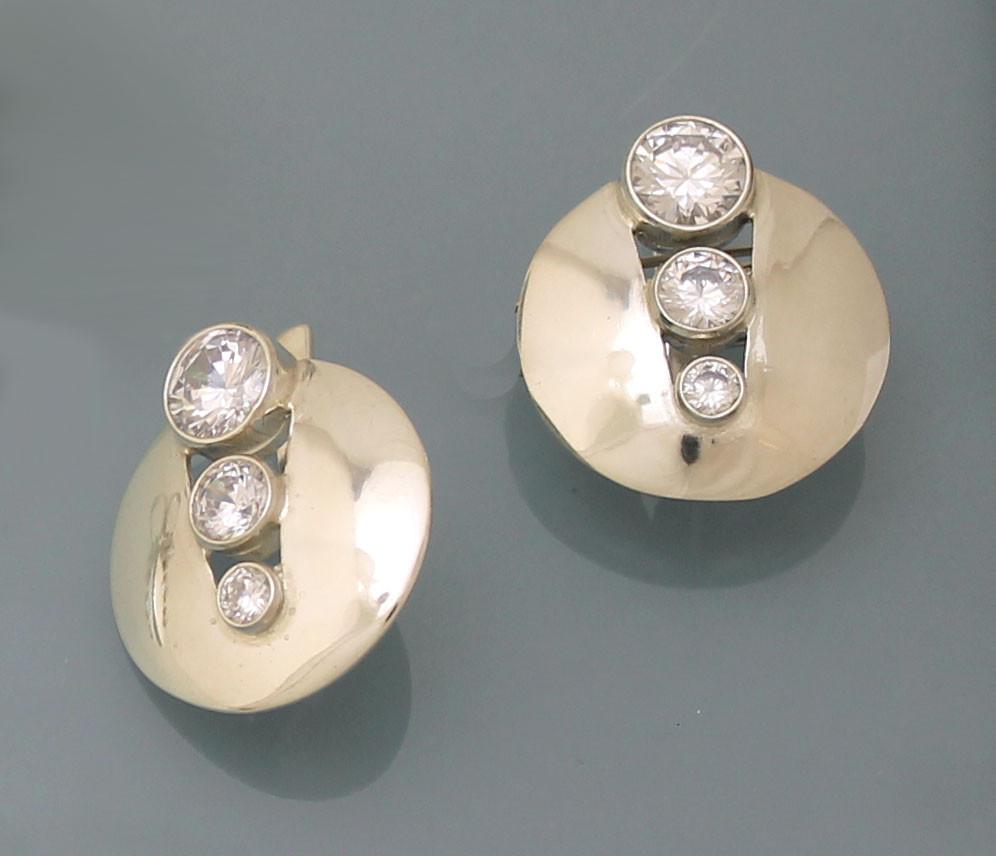 Серьги из серебра 925 пробы с цирконием.