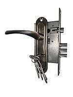 Дверная ручка на планке с замком (комплект)
