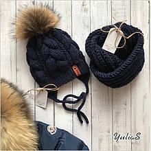 Зимний тёплый вязаный набор шапка утеплённая на завязках  с натуральным меховым бубоном, хомут ручной работы.