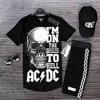 Мужской комплект: черная футболка, черные шорты, солнцезащитные очки  и черная кепка