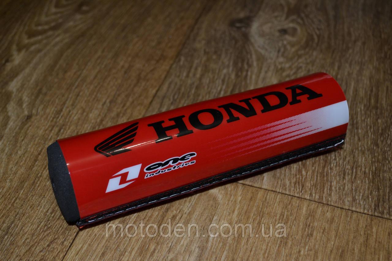 Подушка на распорку руля кроссового мотоцикла Honda (черные буквы) 20х5см