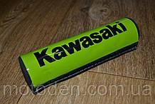 Подушка на распорку руля кроссового мотоцикла Kawasaki (черные буквы) 20х5см