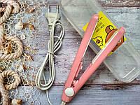 Мини-утюжок для волос в пластиковом футляре.Розовый