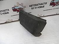Клык заднего бампера левый Renault Trafic (1989-2000) OE:7700747947, фото 1