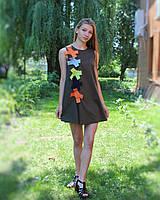 Зеленое летнее платье с разноцветными бантами