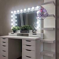 Столик для макияжа с удобными ящиками и шкатулками под зеркалом