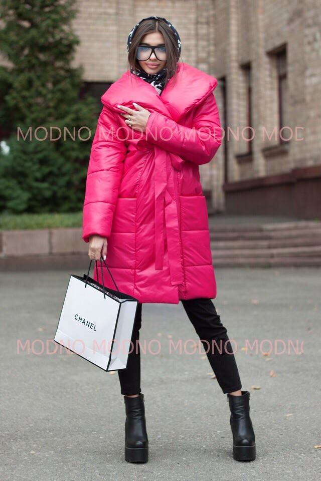 Стеганное плащевое женское пальто с объемным воротником r7102134