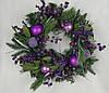 Венок из хвои рождественский.Украшен шариками и ягодами.40см диаметр Харьков.Доставка.