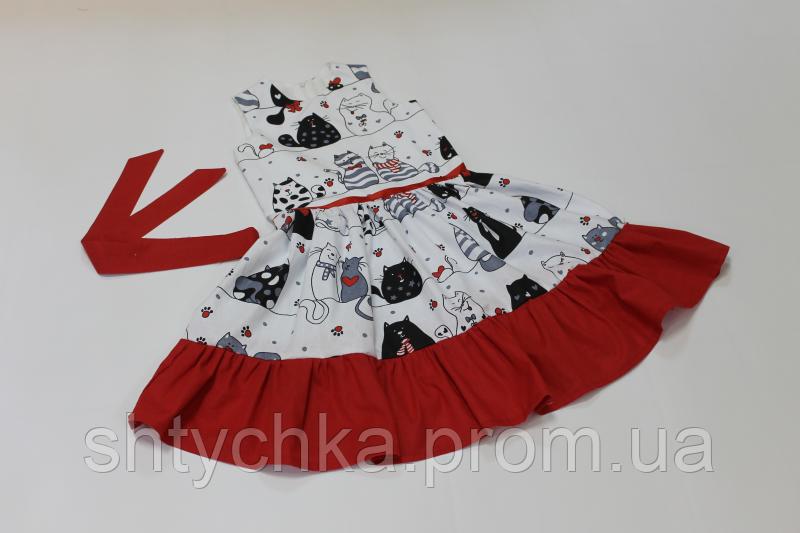 Летнее платье на девочку с котиками и красными рюшами