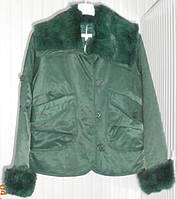 Элегантная зеленая куртка с кроличьим мехом