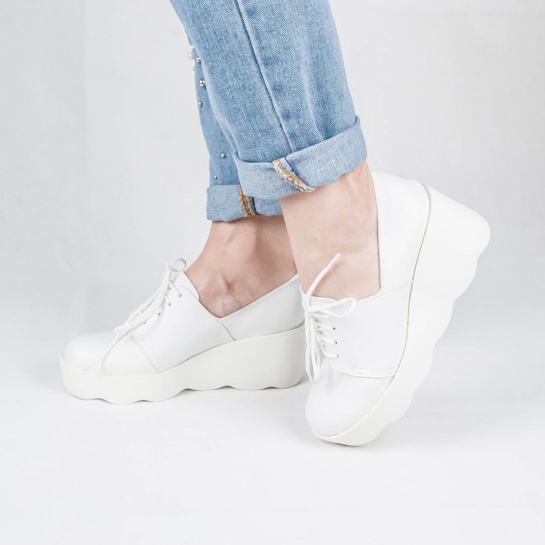 Белые туфли полуботинки женские на высокой платформе танкетке на шнурках пресс кожа