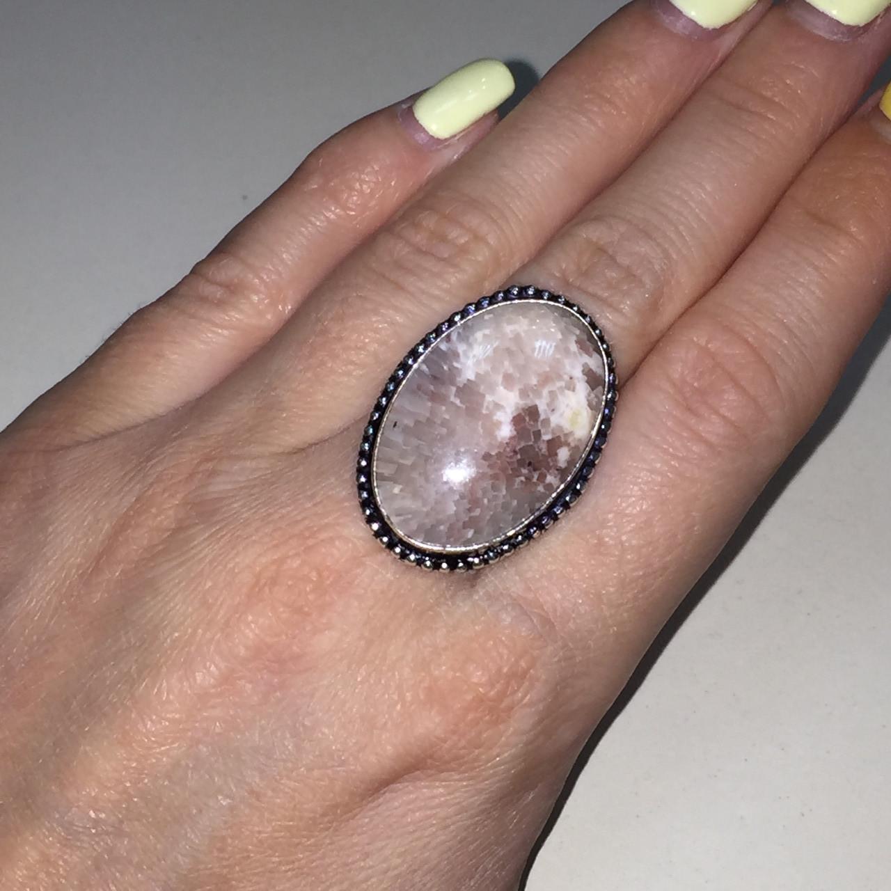 Сколецит кольцо круглое с натуральным сколецитом в серебре размер 18 Индия