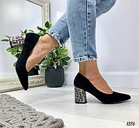 Стильные женские черные туфли на каблуке 8 см с декором эко замша