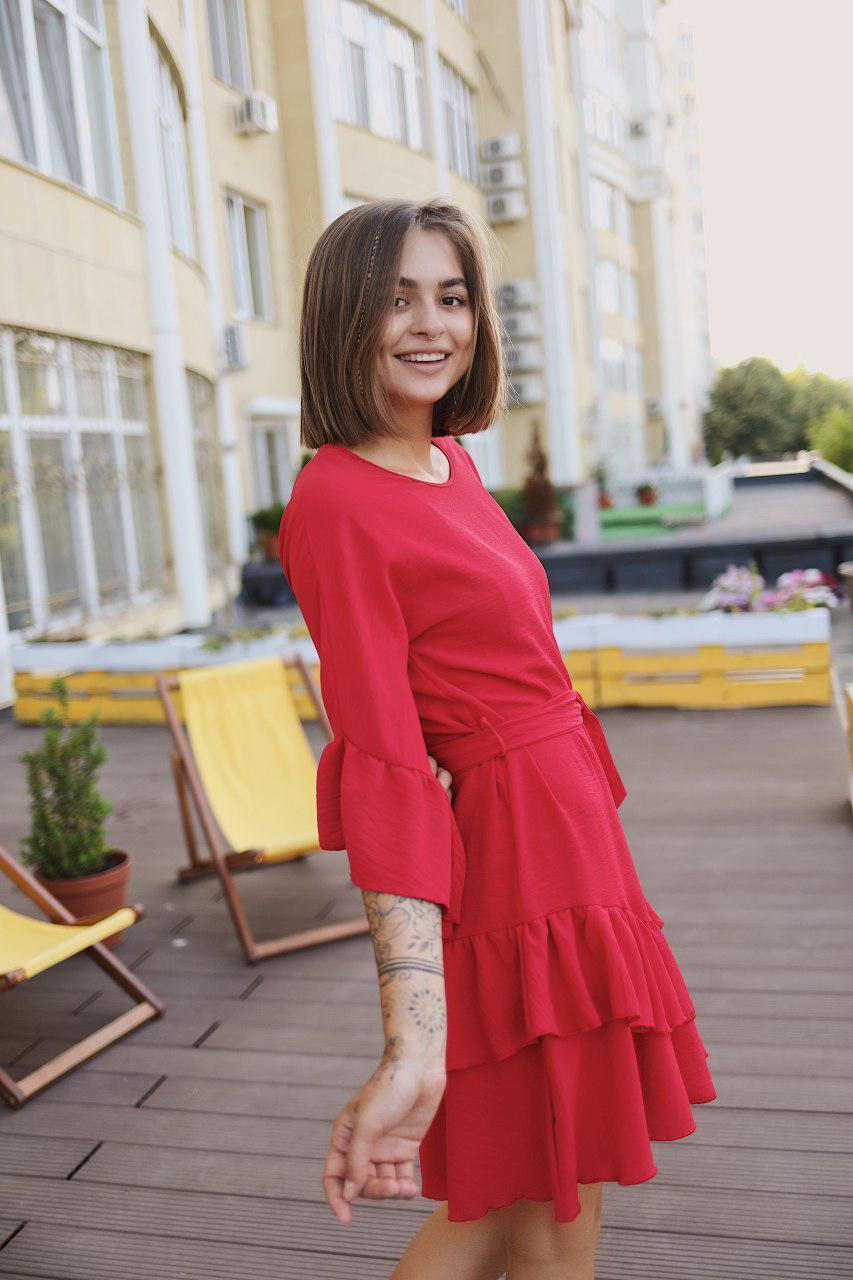 Женское коктейльное платье мини - красное, молоко