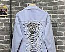 Куртка джинсовая с рваными разрезами и жемчугом на спине., фото 5