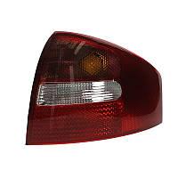 Фонарь задний Audi A6 2001-2005 правый (красно-бел.)