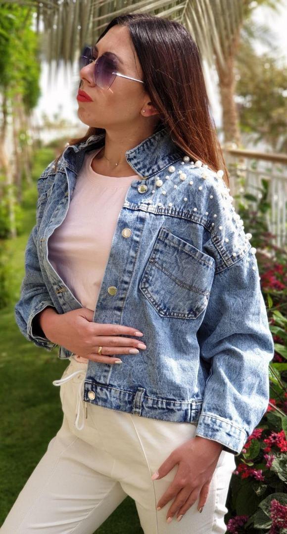 Куртка джинсова на плечах розшита перлами