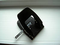 Дырокол для бумаги металлический NORMA 4350 8 см 28 л черный