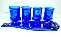 Набор посуды из синих стеклянных бутылок
