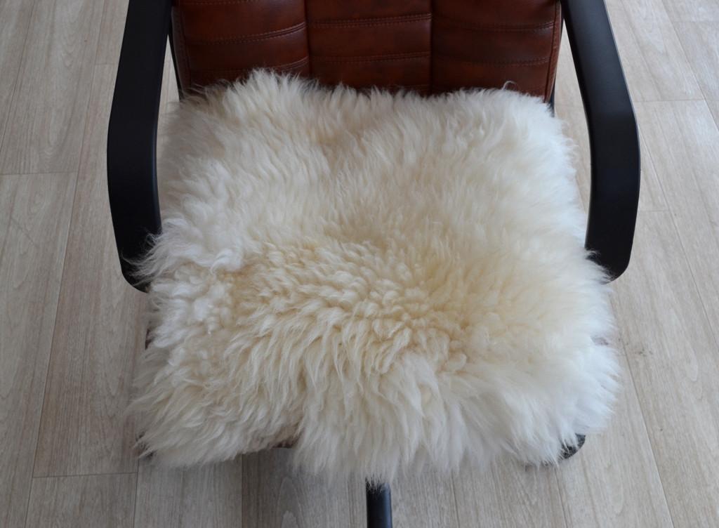 Накидка на стілець з овчини 03