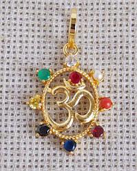 Кулон золотистый с символом Ом Навратна
