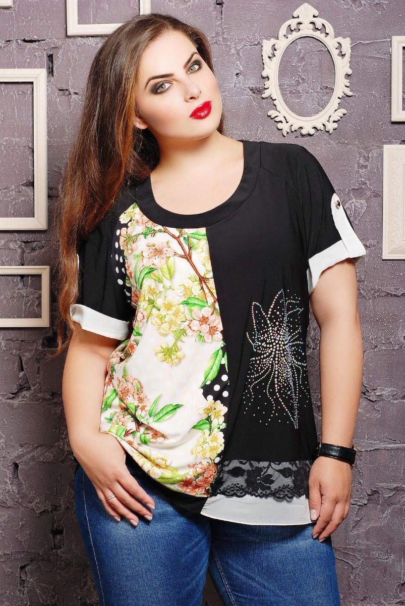 Блуза с цветком из стразов МАРИСА салатовая