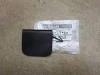 Продам Заглушку бампера(под буксир)на Нисан Тиида Nissan Tiida 2008-2012г