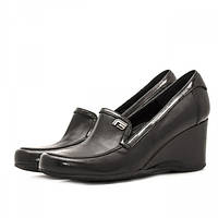 Стильные женские кожаные туфли черного цвета на устойчивой танкетке.  Высота платформы 7 см.