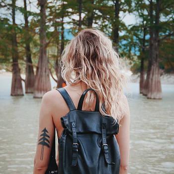 Как носить женский рюкзак?