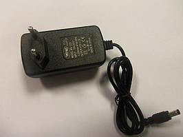 Блок живлення 12V 2A роз'єм 5,5 мм на 2,1 мм