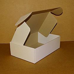 Коробка самозбираюча біла 250х170х80