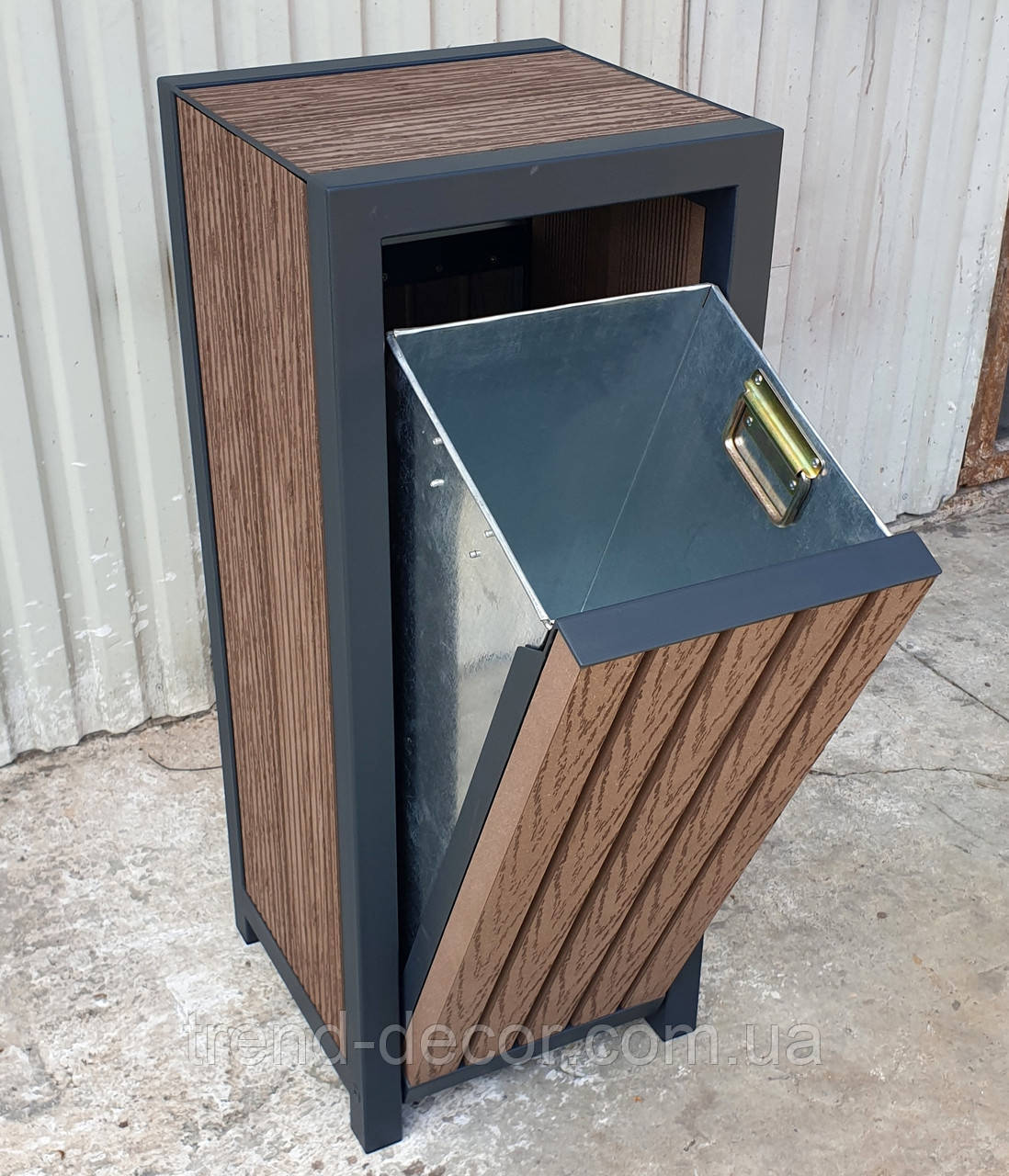 Урна TrendDecor 0123, 53л (металл/*дпк доска из древесно-полимерного композита). НОВИНКА 2019!!!