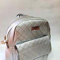 Рюкзак среднего размера, 21 см х 22 см х 11 см