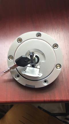 Крышка бензобака с ключами на мото Honda Cb-400, фото 2