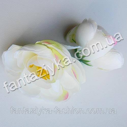 Цветок ранункулюса крупный 40мм, молочно-салатовый