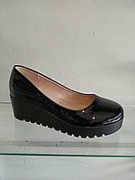 Туфли женские лаковые на платформе