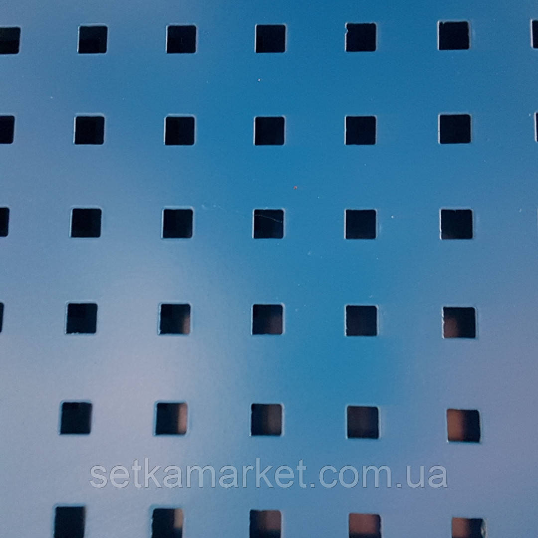 Перфорированная панель, 1×2 м., металлическая, под крючки, ячейка квадрат 8×8, шаг 24 мм., в рамке из трубы.