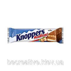 Шоколадно-вафельный батончик с молочно-нуговым кремом Knoppers Nussriegel, 1 шт