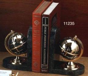 Мраморная подставка для книг в виде глобусов