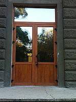 Алюминиевые двери под дерево