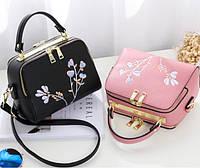 Женская сумка с вышивкой