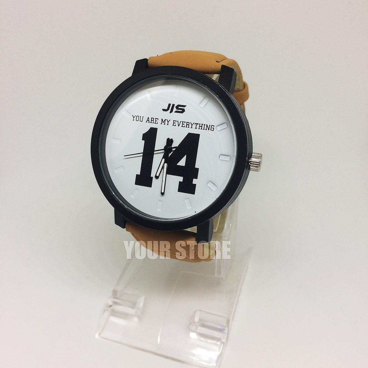 Мужские часы с цифрами 14